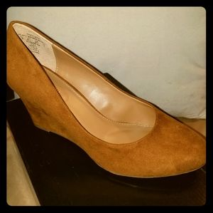 NWT Attention Women's Harley Taupe Wedge Sz 8.5